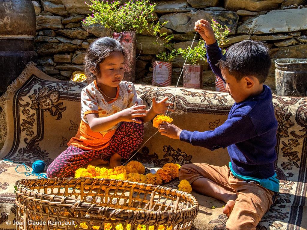 Village de Rapcha (Népal) - Préparation de la fête de Tihar © Jean Claude Raimbault