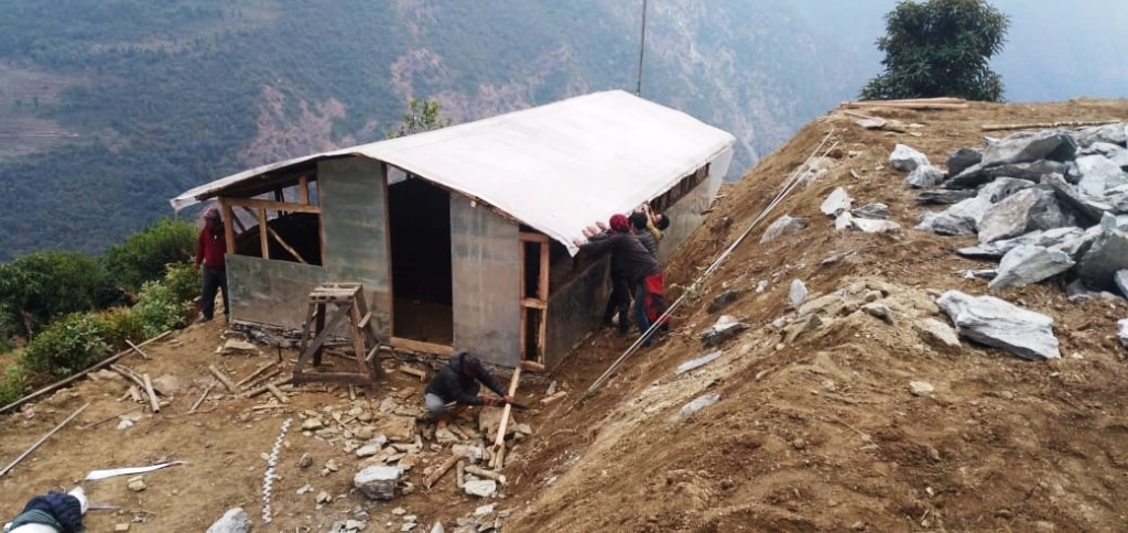 Construction du poulailler.